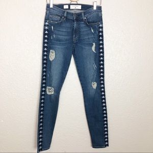 NWOT Miss Me Vintage Sophie embroiderd jeans